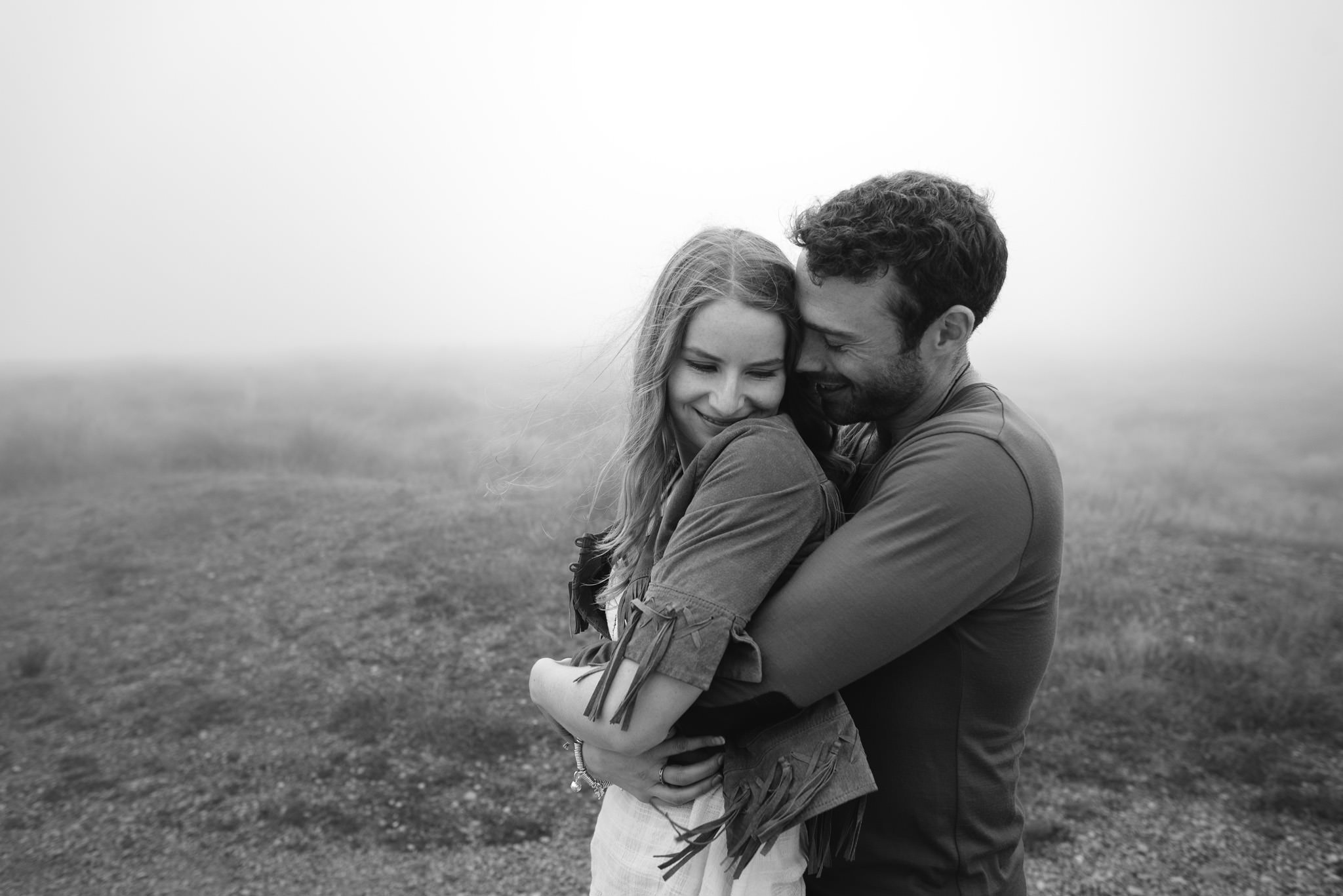 Black and white hug - pre-wedding engagement shoot